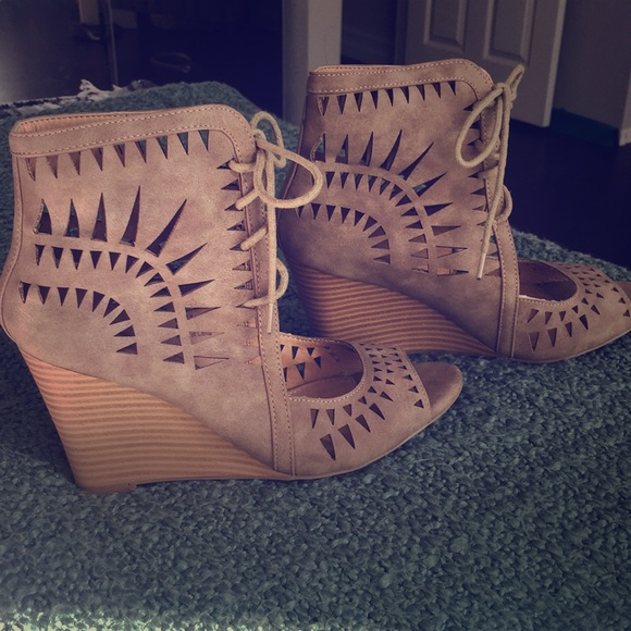 Report Shoes - Lace up wedges